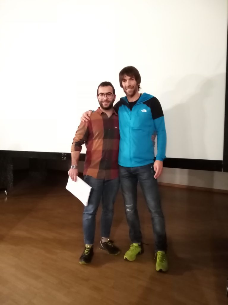 Hervè Barmasse famoso e fortissimo alpinista valdostano con Davide Bonfanti Founder di AlpsPlatform dopo una serata in cui l'alpinista ha raccontato le sue avventure